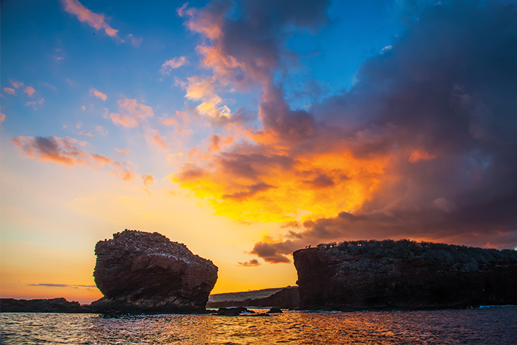 Things-to-do-on-your-Honeymoon-in-Hawaii---Lovers-Rock-