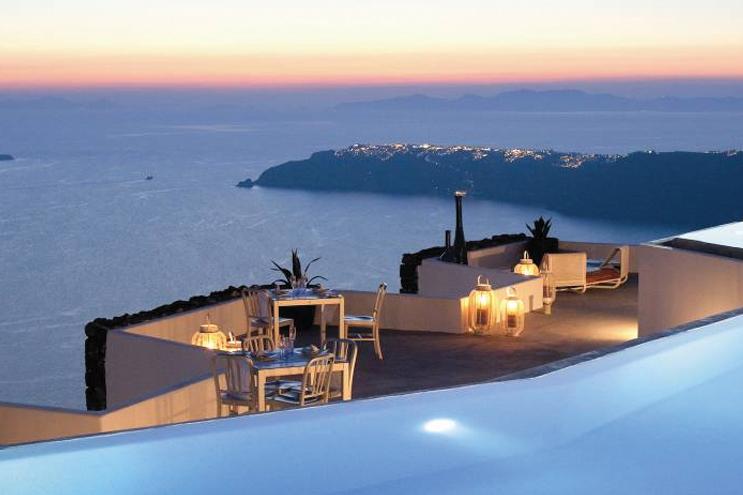Top-Honeymoon-Destinations-in-Europe---Santorini-