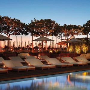 Luxury Holidays Hawaii - The Modern - Pool Night