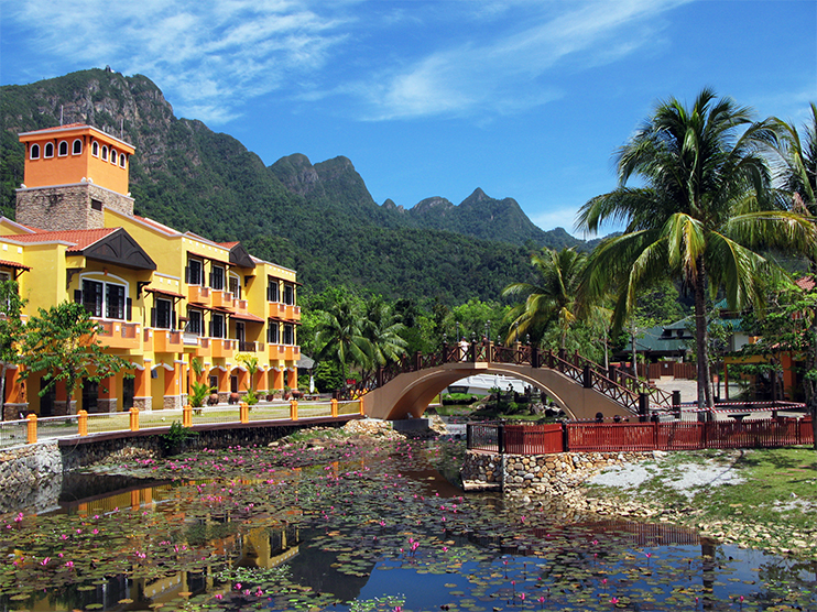 Cable Car and Oriental Village Tour - Langkawi honeymoons - village