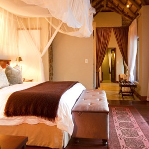 Dulini Lodge Kruger - Safari Honeymoons - Luxury Lodge - Bed