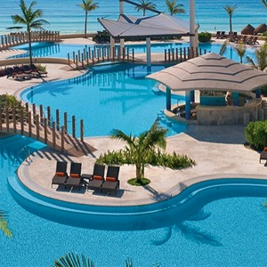 Now Jade Riviera Cancun - Mexico Honeymoons - Pool area
