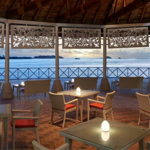 RaiyWilla Bar - cinnamon dhonveli - luxury maldives honeymoon packages