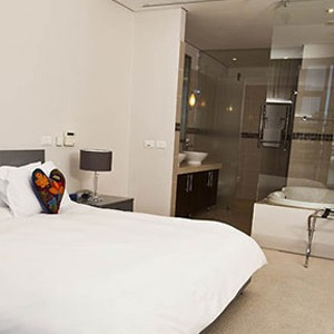 Waterfront Village Cape Town - Cape Town Honeymoon - Superior One Bedroom Apartment - Bed