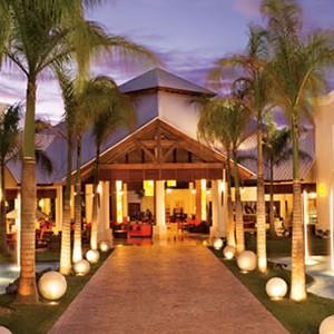 dreams-palm-beach-outside