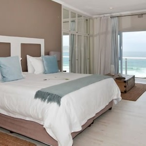 robberg-beach-lodge-view-suite-bedroom