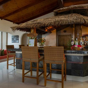 Coco de Mer & Black Parrot Suites - Luxury Seychelles Honeymoon Packages - Coconut bar
