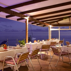 Coco de Mer & Black Parrot Suites - Luxury Seychelles Honeymoon Packages - Mango Terrace restaurant and bar