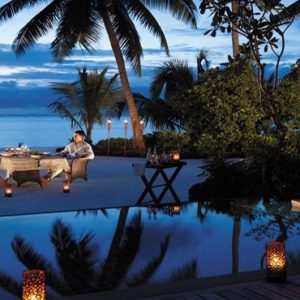 Maldives Honeymoon Packages Shangri La's Villingili Resort And Spa Dine By Design In Villa Barbeque With Couple