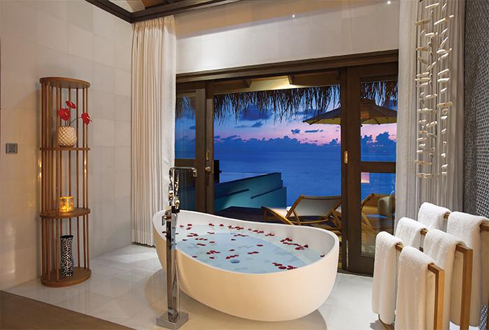 the world's best bathtubs with a view - honeymoon dreams | honeymoon