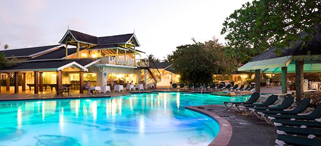 49d5459ee59c0c Pool - Sandals Halcyon Beach - Luxury St Lucia Honeymoons
