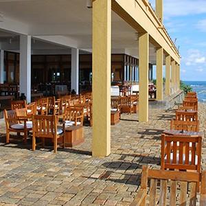 Jetwing Lighthouse - Sri Lanka - Honeymoon dreams - sea tables view 2