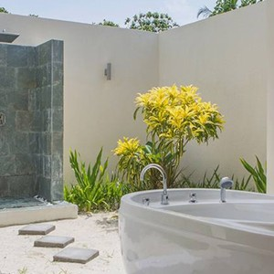 Furaveri Island Resort and Spa - Maldives Honeymoon Packages - Beach villa Bathroom
