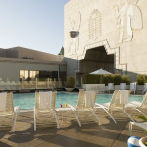 pool - Loews Hollywood Hotel - luxury los angeles honeymoon packages