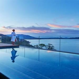como-point-yamu-phuket-honeymoon-sunset-by-pool