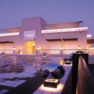 shangri-la-hotel-qaryat-al-beri-abu-dhabi-honeymoon-pearls-and-caviar-restaurant
