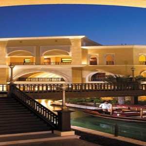 shangri-la-hotel-qaryat-al-beri-abu-dhabi-honeymoon-abra-waterway