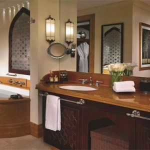 shangri-la-hotel-qaryat-al-beri-abu-dhabi-honeymoon-bathsuite