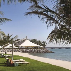 shangri-la-hotel-qaryat-al-beri-abu-dhabi-honeymoon-beach