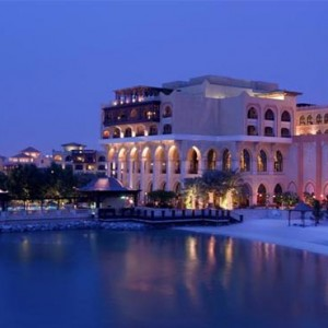 shangri-la-hotel-qaryat-al-beri-abu-dhabi-honeymoon-hotel-at-night