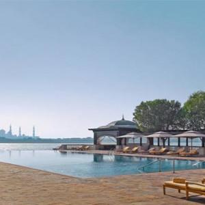 shangri-la-hotel-qaryat-al-beri-abu-dhabi-honeymoon-pool-with-a-view