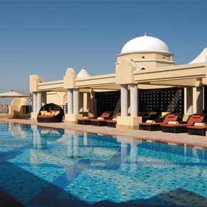 shangri-la-hotel-qaryat-al-beri-abu-dhabi-honeymoon-rooftop-pool