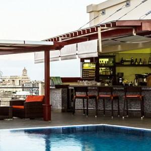 hotel-saratago-cuba-honeymoon-packages-bar-piscina-saratogo-havana