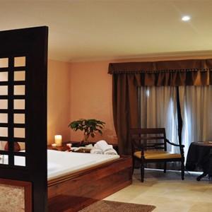 hotel-saratago-cuba-honeymoon-packages-spa-bath-suite