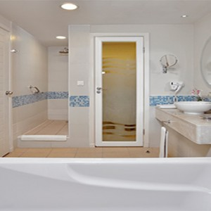 melia-marina-varadero-cuba-honeymoon-packages-bathsuite