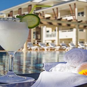 melia-marina-varadero-cuba-honeymoon-packages-las-velas-bar