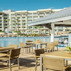 melia-marina-varadero-cuba-honeymoon-packages-pool-bar