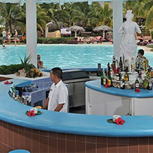 pool-bar-pardisus-rio-de-oro-resort-spa-cuba-honeymoon