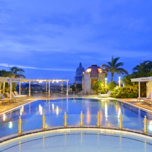 rooftop-pool-2-iberostar-parque-central-luxury-cuba-honeymoon-packages