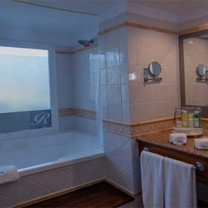 royalton-hicacos-resort-and-spa-cuba-honeymoon-packages-bathsuite