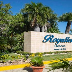 royalton-hicacos-resort-and-spa-cuba-honeymoon-packages-entrance