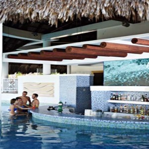 royalton-hicacos-resort-and-spa-cuba-honeymoon-packages-pool-bar