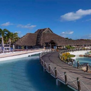 royalton-hicacos-resort-and-spa-cuba-honeymoon-packages-resort-villa-walk
