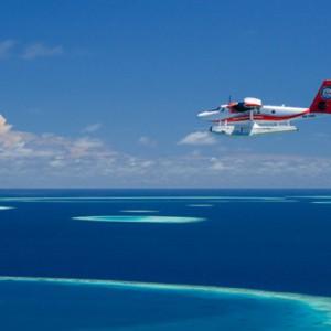 seaplane-hurawaihi-luxury-maldives-honeymoon