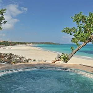 esmeralda-beach-pool-pardisus-rio-de-oro-resort-spa-cuba-honeymoon