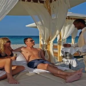 paradisus-princesa-del-mar-cuba-honeymoons-butler-service-on-beach