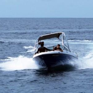 speedboat-hurawaihi-luxury-maldives-honeymoon