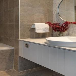 adina-apartment-hotel-bondi-beach-australia-honeymoon-packages-bathroom