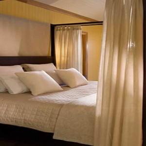 emirates-one-only-wolgan-valley-australia-honeymoon-packages-heritage-villas-bedroom