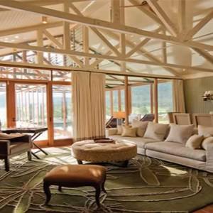 emirates-one-only-wolgan-valley-australia-honeymoon-packages-wolgan-villas-living-room