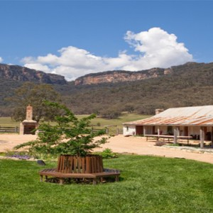 emirates-one-only-wolgan-valley-australia-honeymoon-packages-stable