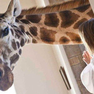 giraffe-with-child-giraffe-manor-luxury-kenyan-honeymoon-packages