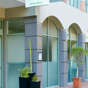 holiday-inn-darling-harbour-australia-honeymoon-packages-hotel-exterior-and-entrance