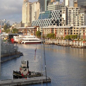 holiday-inn-darling-harbour-australia-honeymoon-packages-national-maritime-museum-and-king-street-wharf