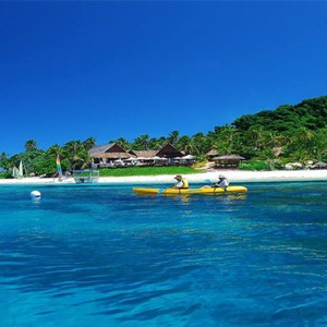 matamanoa-island-resort-fiji-honeymoon-packages-kayaking