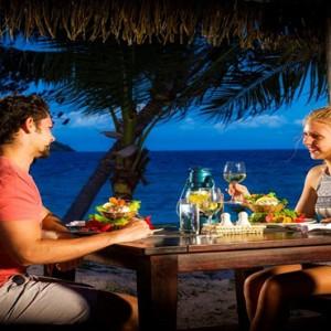 matamanoa-island-resort-fiji-honeymoon-packages-romantic-dining